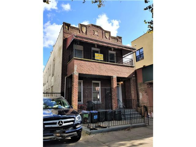 7 BR,  4.00 BTH Multi-family style home in Brownsville