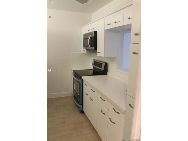 2 BR,  2.00 BTH  style home in Key Biscayne