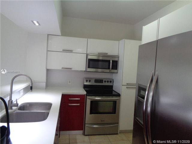 1 BR,  1.00 BTH   style home in Hollywood