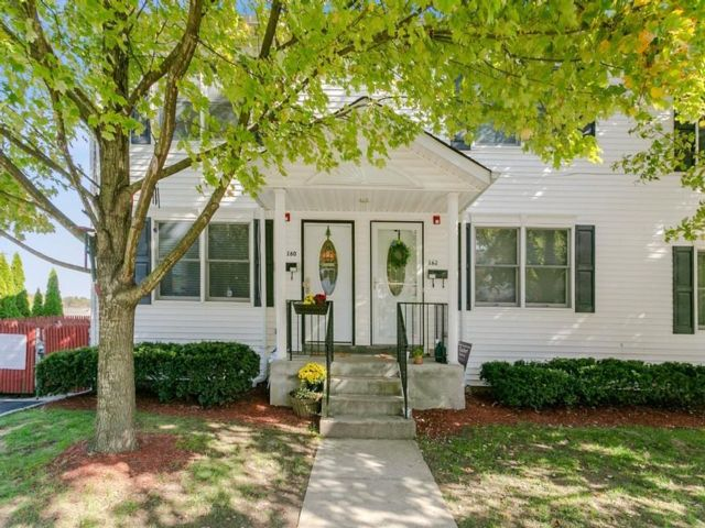 3 BR,  2.50 BTH Condo style home in White Plains