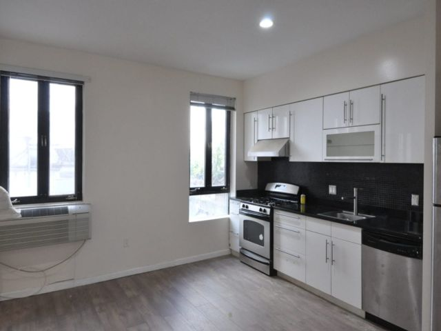 3 BR,  2.00 BTH  Apartment style home in East Village