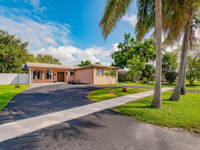 5 BR,  2.00 BTH Ranch style home in Hollywood