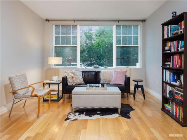 1 BR,  1.00 BTH Condominium style home in Ditmas Park