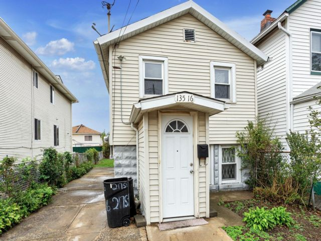 [Laurelton Real Estate, listing number 6974032]