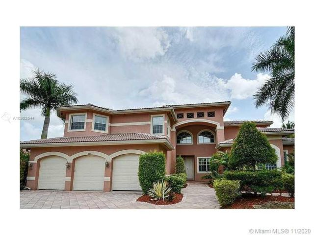 7 BR,  7.00 BTH  style home in Cooper City