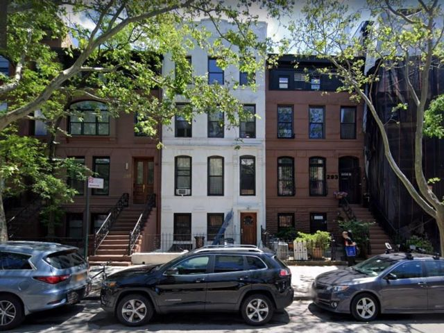 7 BR,  0.00 BTH  Multi-family style home in Park Slope