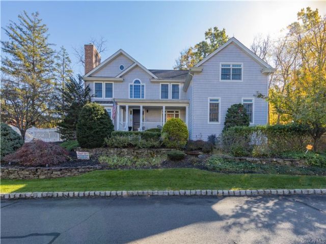 6 BR,  4.00 BTH  Colonial style home in Orangetown