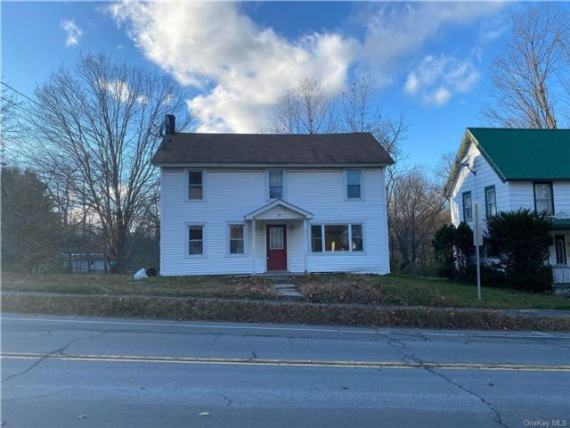 3 BR,  2.00 BTH House style home in Fallsburg