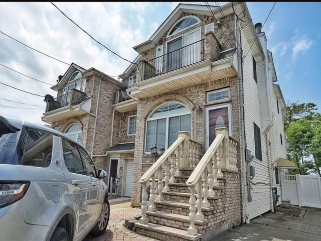3 BR,  4.00 BTH Multi-family style home in South Beach