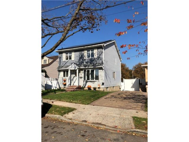 4 BR,  3.00 BTH  Single family style home in Dongan Hills-above Hylan