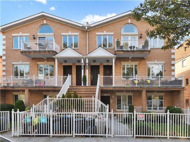 3 BR,  2.00 BTH  Condominium style home in Sheepshead Bay