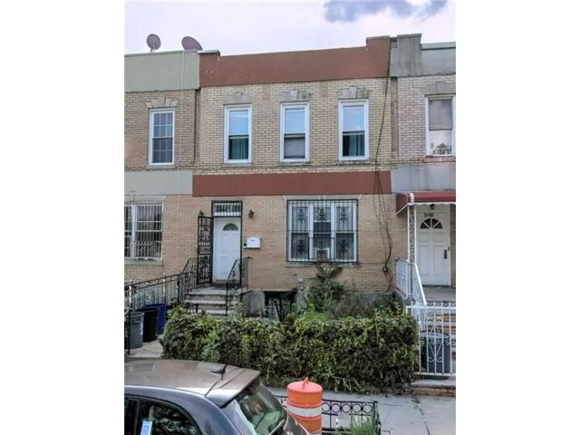5 BR,  3.00 BTH Single family style home in Brownsville
