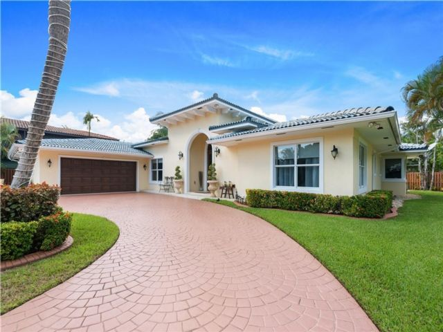 4 BR,  3.50 BTH  style home in Fort Lauderdale
