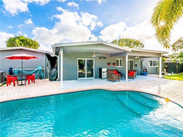 5 BR,  4.50 BTH  style home in Wilton Manors