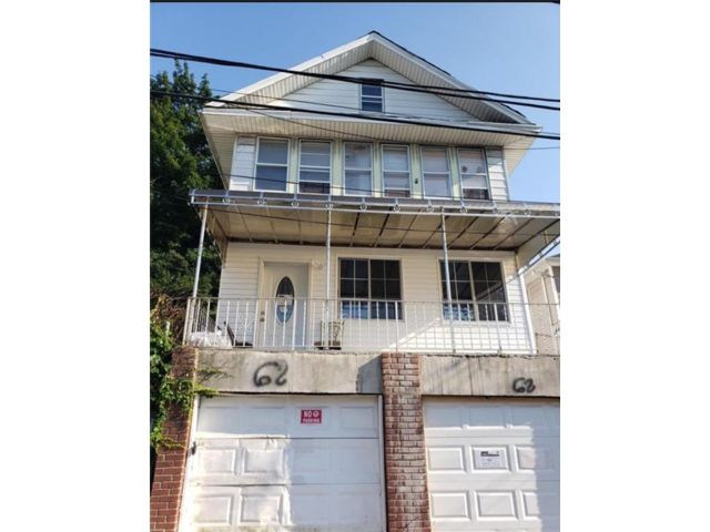 6 BR,  5.00 BTH Multi-family style home in New Brighton