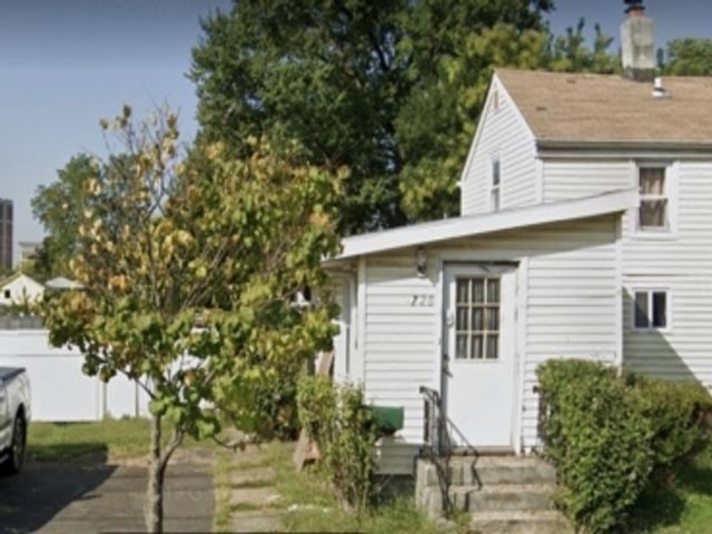2 BR,  1.00 BTH Cape cod style home in Rahway