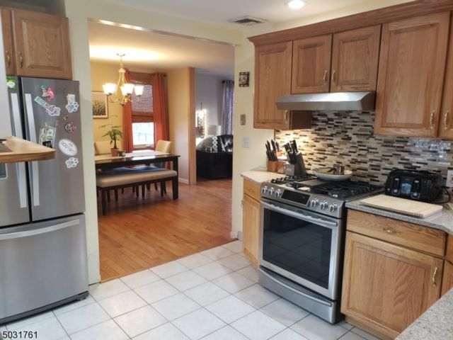 5 BR,  2.00 BTH Multi-family style home in Bloomfield