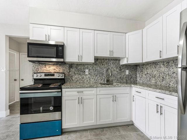 2 BR,  1.50 BTH  style home in Hollywood
