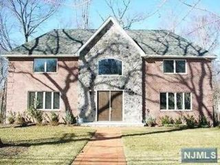 4 BR,  4.00 BTH Colonial style home in Old Tappan