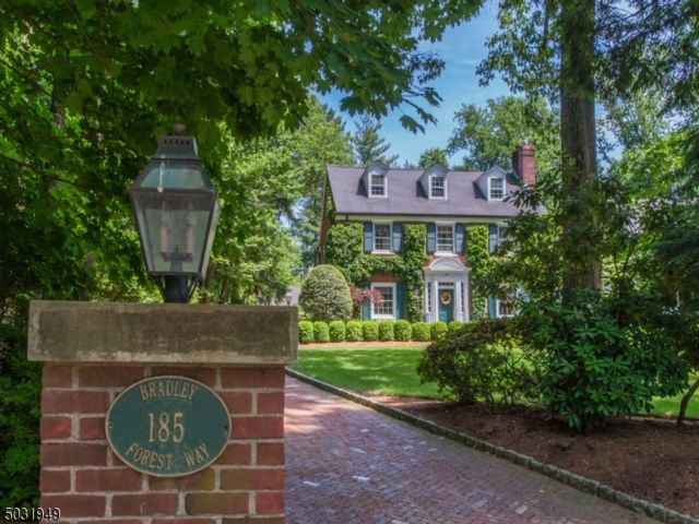 6 BR,  4.56 BTH Colonial style home in Essex Fells