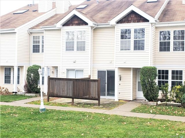2 BR,  2.00 BTH  Townhouse style home in Chester