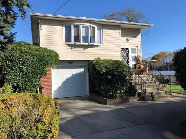 3 BR,  2.00 BTH Hi ranch style home in Seaford
