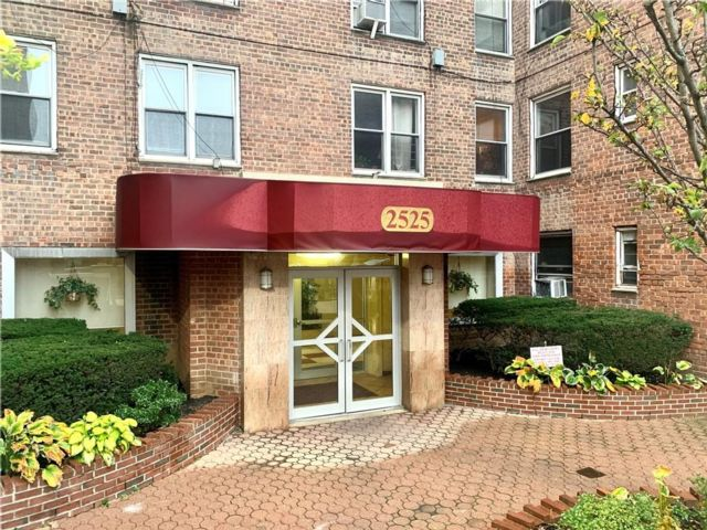 2 BR,  0.00 BTH Co-op style home in Midwood