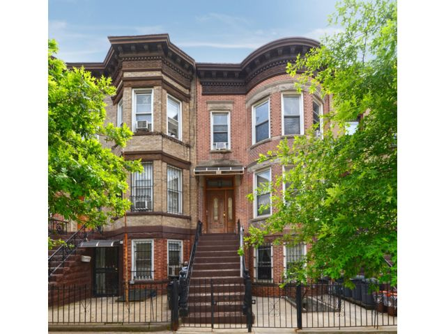 6 BR,  3.00 BTH   style home in Sunset Park
