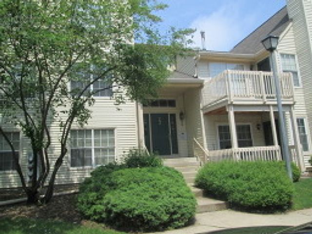 2 BR,  2.00 BTH  House style home in Clifton