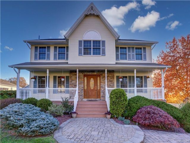 4 BR,  3.00 BTH  Colonial style home in Clarkstown
