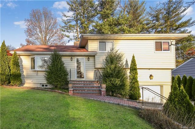 3 BR,  3.00 BTH Single family style home in White Plains