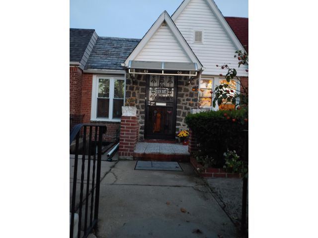 2 BR,  2.00 BTH  Ranch style home in Cambria Heights