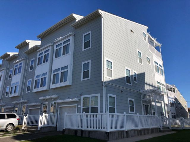 4 BR,  3.00 BTH  Townhouse style home in Arverne