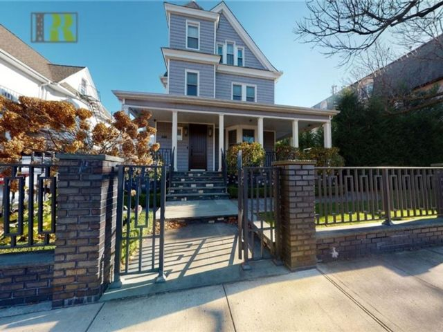 9 BR,  6.00 BTH  Single family style home in Kensington