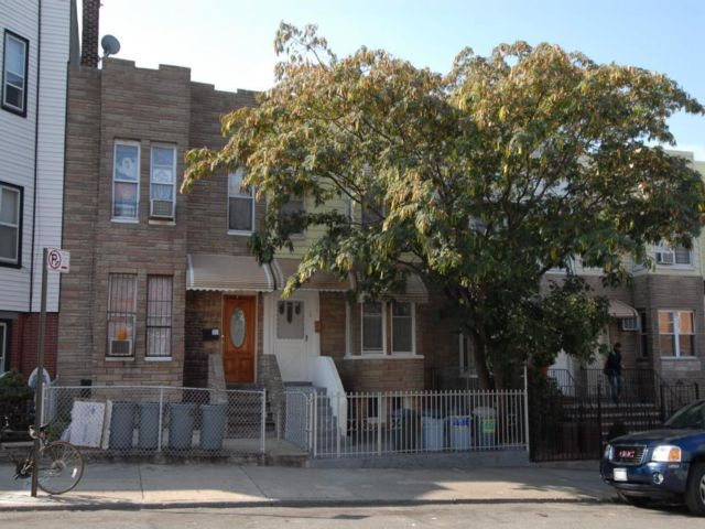 5 BR,  2.00 BTH  Duplex style home in Sunset Park