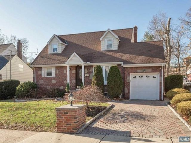 4 BR,  2.00 BTH Cape code style home in Teaneck