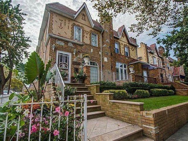 3 BR,  3.00 BTH Single family style home in Bensonhurst
