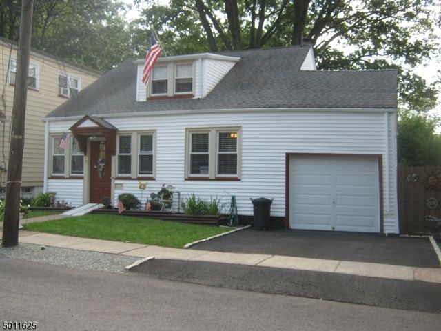 3 BR,  1.00 BTH Cape cod style home in Bloomfield