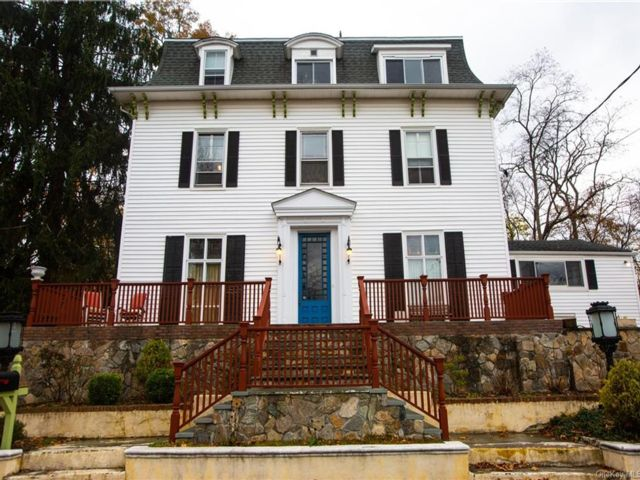 6 BR,  5.00 BTH Colonial style home in Clarkstown