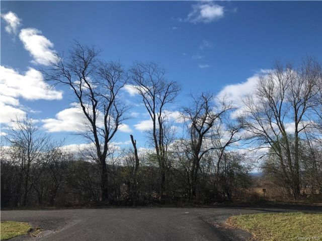 Lot <b>Size:</b>  Land style home in Goshen