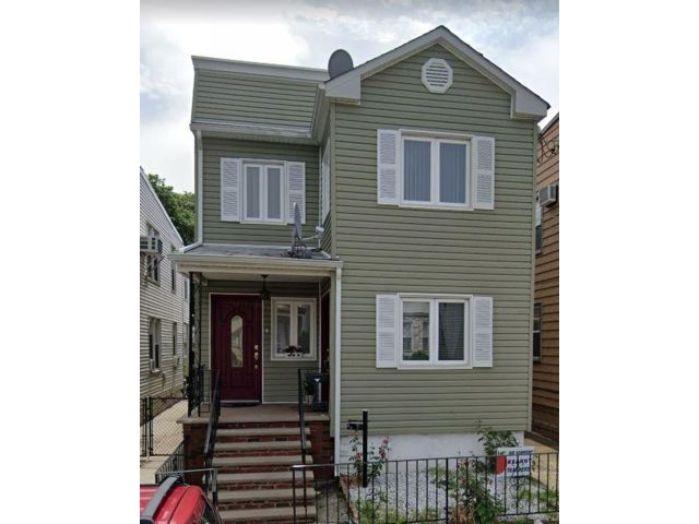 2 BR,  1.00 BTH  Apartment style home in Kearny