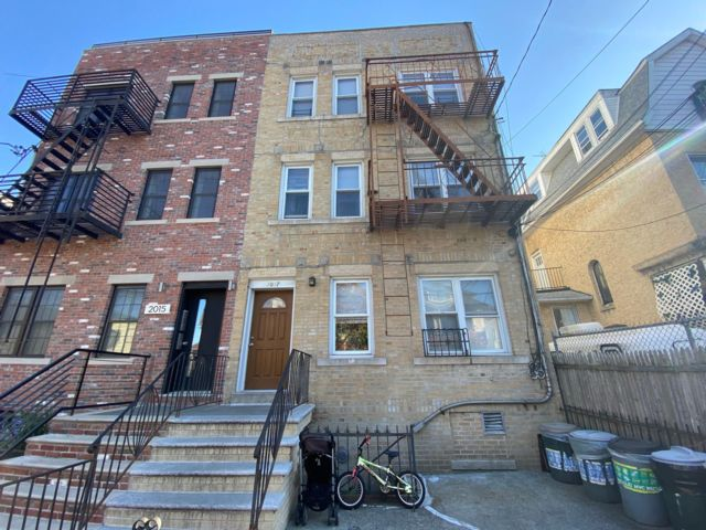 5 BR,  6.00 BTH   style home in Brooklyn