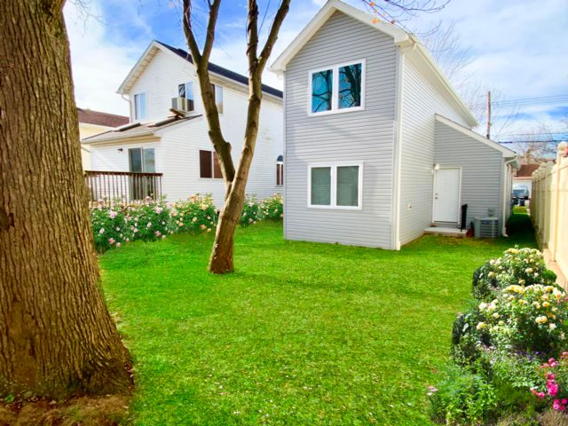 3 BR,  2.00 BTH  2 story style home in Staten Island