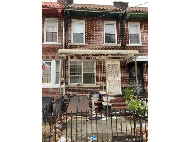3 BR,  1.00 BTH  Single family style home in Sunset Park