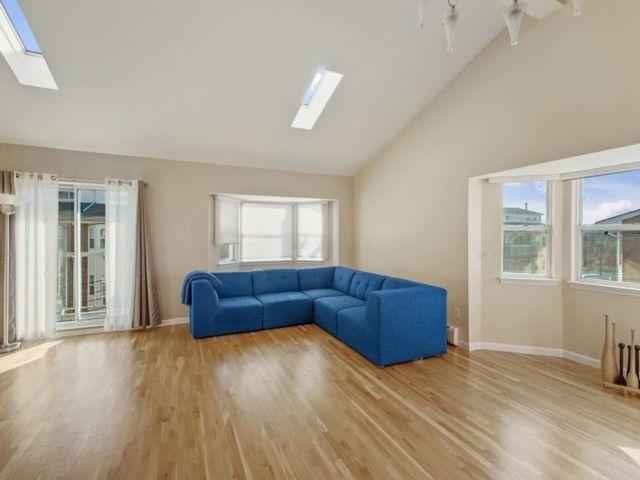 3 BR,  2.00 BTH Condominium style home in Bergen Beach