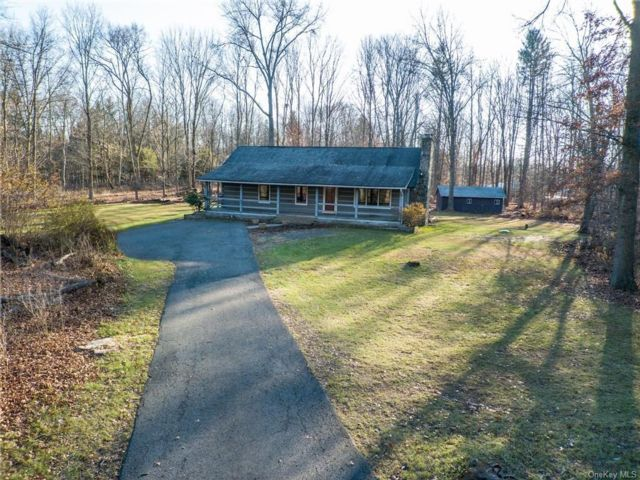 2 BR,  2.00 BTH  Log style home in Montgomery