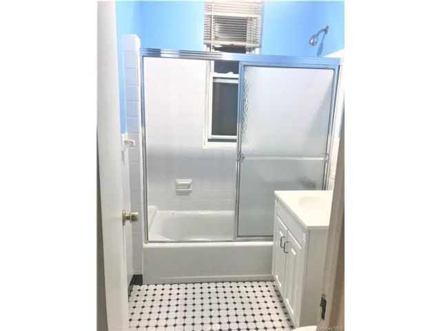 1 BR,  1.00 BTH Mid rise style home in Parkchester