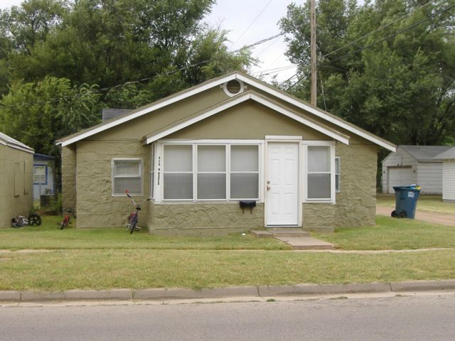 2 BR,  1.00 BTH Bungalow style home in Hutchinson