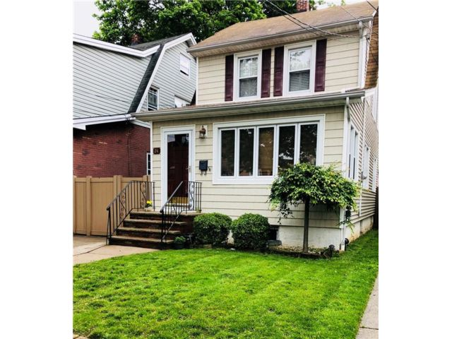 3 BR,  2.00 BTH  Single family style home in New Dorp