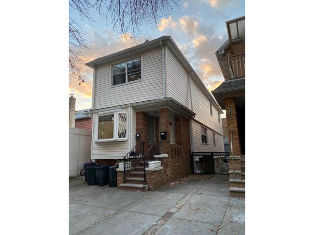 4 BR,  3.00 BTH   style home in Brooklyn